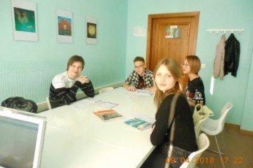 урок английского у учеников 9-10 классов